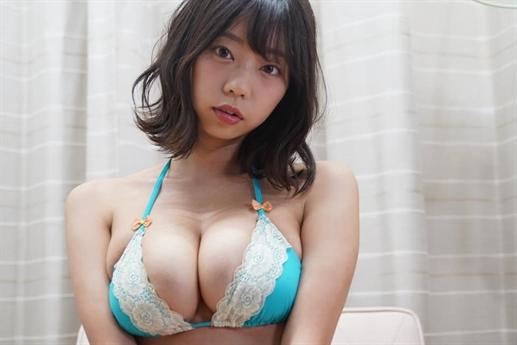 Nhiều năm liền, Hikaru Aoyama được bình chọn trong danh sách những người đẹp gợi cảm nhất Nhật Bản.