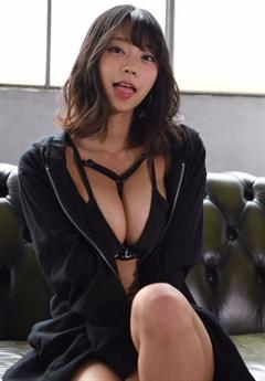 Hikaru Aoyama sinh ngày 13/6/1993. Ở tuổi gần 30 cô vẫn rất nổi tiếng.