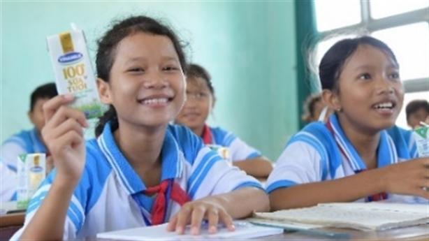 Vinamilk tặng trẻ em khó khăn tỉnh Phú Yên 83.400 ly sữa
