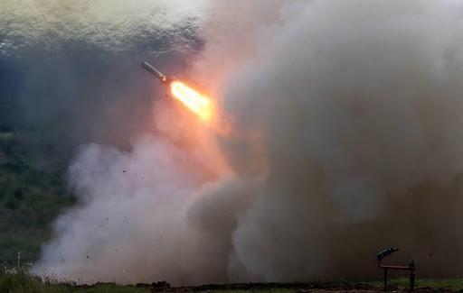 Theo thông báo của Bộ Quốc phòng Nga, tập trận Kavkaz-2020 được tổ chức ở Kapustin Yar và một số khu vực khác với sự tham gia của nhiều loại vũ khí tối tân thế hệ mới của Nga, trong đó có tên lửa hành trình Kalibr, hệ thống pháo nhiệt áp TOS-2.
