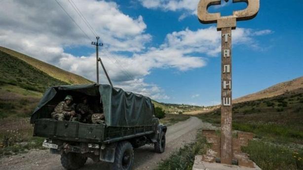 Armenia-Azerbaijan: Cáo buộc vũ trang...