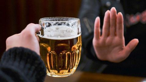 Khích động, lôi kéo uống rượu bị phạt: Khó khả thi