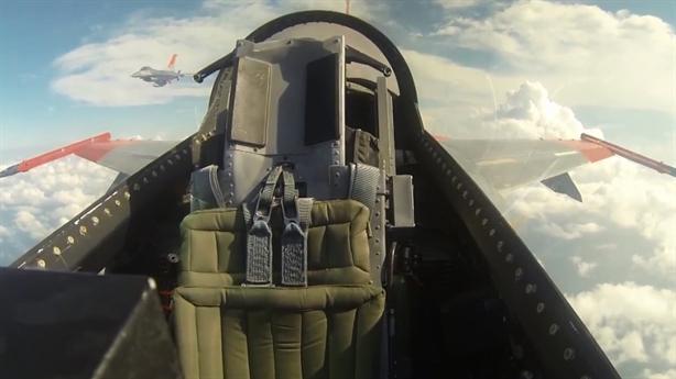 Khả năng tấn công đáng sợ của F-16 không người lái