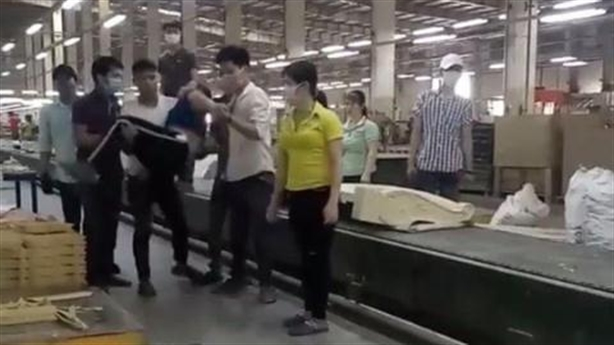 Đánh nữ công nhân ngất xỉu: Bị chửi nhiều lần