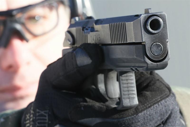 Khẩu súng lục nhỏ gọn tự nạp đạn mới được định danh là Poloz do Viện cơ khí chính xác trung ương (TsNIITOCHMASH, thuộc thành phần của tập đoàn Rostec) phát triển cho Bộ Nội vụ và các nhân viên của Rosgvardia.