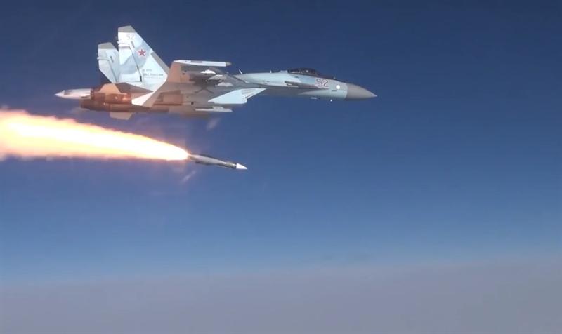 Theo thiết kế, mỗi chiếc Su-35 có thể mang tối đa 2 đạn tên lửa R-37M trong mỗi lần cất cánh làm nhiệm vụ. Việc được tích hợp R-37M khiến hiệu quả chiến đấu của nó tương đương với Su-57.
