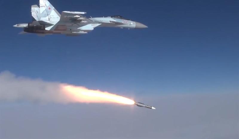 Việc bổ sung tên lửa không đối không tầm xa R-37M mang lại cho Su-35 khả năng đánh chặn tên lửa hành trình của đối phương trước khi nó được phóng đi.