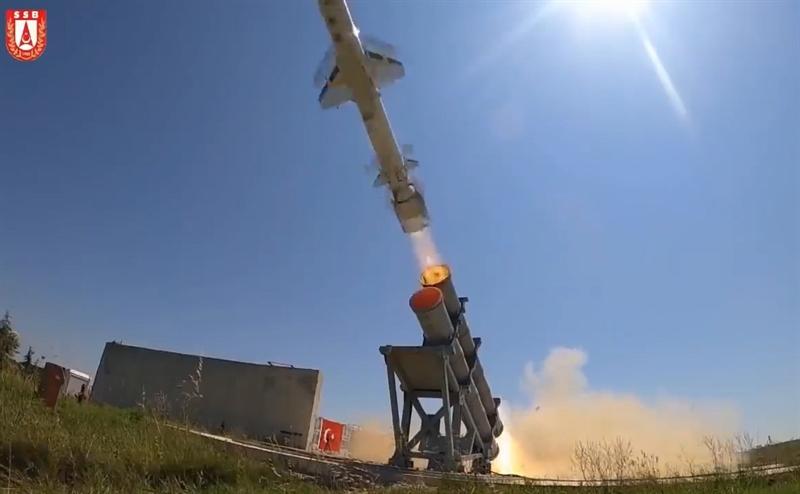 Cuộc thử nghiệm được thực hiện từ bệ phóng trên mặt đất tại khu vực không được tiết lộ bên bờ Biển Đen. Trước khi phóng từ bệ trên mặt đất, Atmaca đã nhiều lần thử thành công từ bệ phóng trên hạm TCG Kinaliada.