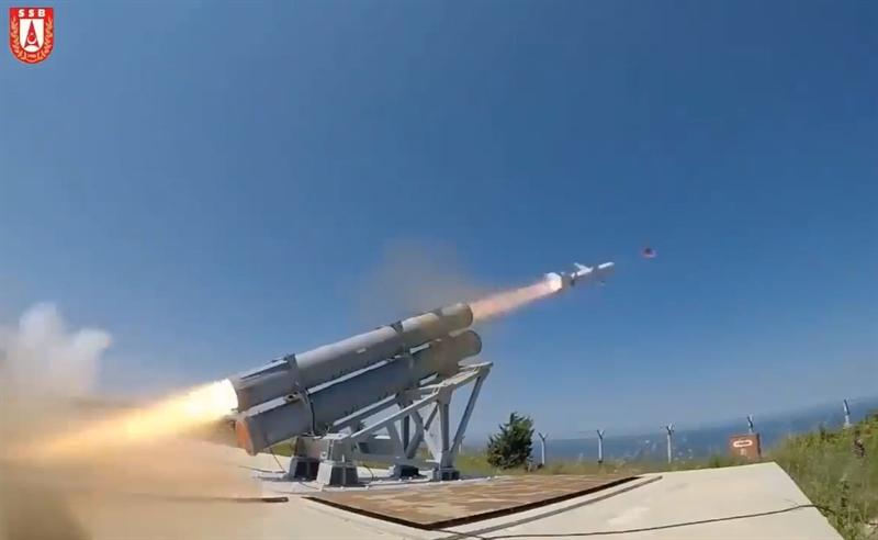 Những tên lửa chống hạm AGM-84 do Mỹ sản xuất bị thay thế bằng dòng tên lửa Atmaca do nhà thầu quốc phòng Roketsan của Thổ Nhĩ Kỳ tự nghiên cứu và phát triển. Ngoài ra, hệ thống quản lý tàu Advent do Roketsan- và Havelsan chế tạo cũng được lắp đặt lần đầu tiên trên chiến hạm tàng hình Kinaliada.