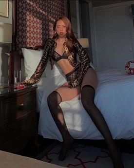Thời gian qua, Ngọc Trinh dần lấy lại phong cách sexy táo bạo của mình nhưng nhiều người đã không còn hứng thú với hình ảnh gợi cảm của người đẹp này vì đã nhàm chán. Trong khi đó, Kỳ Duyên và Chi Pu đang dần nổi lên là những ứng viên sáng giá cho ngôi vị người đẹp sexy showbiz.
