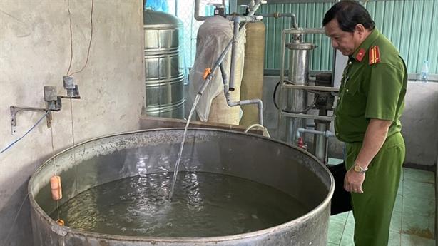 Nước uống đóng chai nhiễm khuẩn E.Coli: Chuyện không lạ