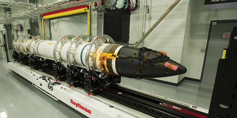 Tên lửa SM-3 Block IIA có chiều dài 21,6 feet (6,55m), là loại tên lửa đánh chặn nhiên liệu rắn 3 tầng, có bộ chiến đấu cỡ lớn và rất hiện đại. Loại tên lửa đánh chặn này có khả năng bắn hạ các tên lửa đạn đạo tầm trung và tầm gần, ở giai đoạn giữ đường bay.