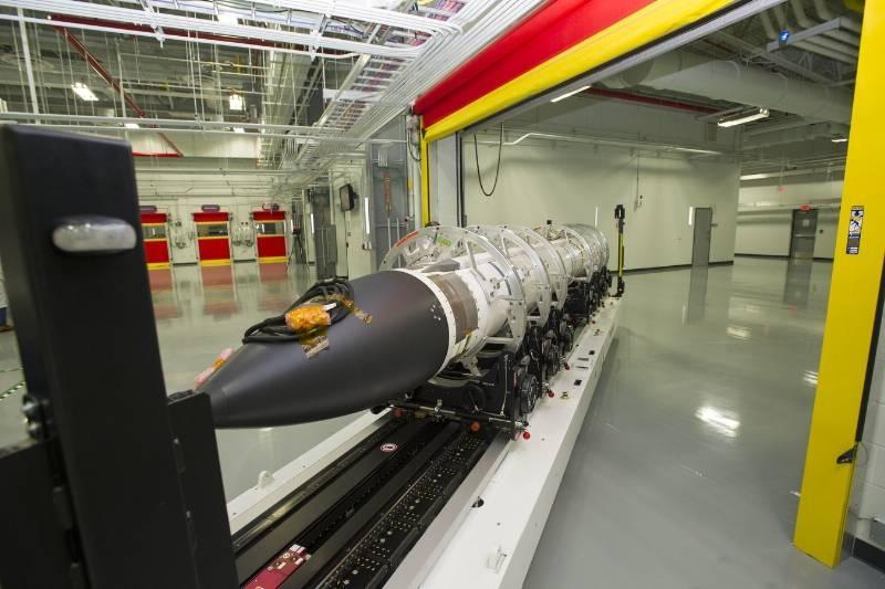 Theo tiến sĩ Lawrence, giám đốc kỹ thuật của Raytheon, hiện nay, SM-3 IIA do công ty Raytheon chế tạo trong khuôn khổ chương trình hợp tác Mỹ - Nhật, với tổng chi phí đầu tư khoảng 2 tỷ USD. Chúng sẽ được sử dụng trong các hệ thống tác chiến Aegis do công ty Lockheed Martin của Mỹ phát triển.