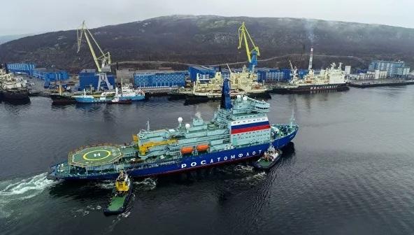 Arktika, được thiết kế với kích thước khổng lồ. Tàu có chiều dài 173 m, trọng lượng rẽ nước 33.500 tấn và có thể phá vỡ lớp băng dày gần 3 m.
