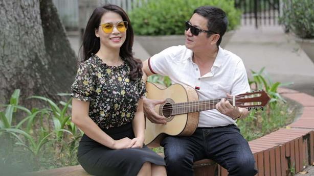 Chí Trung liên tiếp ngôn tình với bạn gái: Vì yêu?