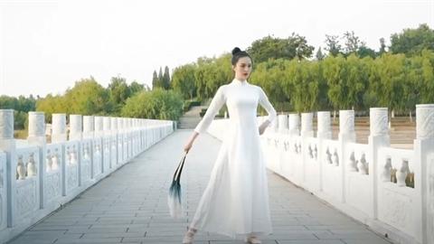 Miss Earth online: Kẻ 'thi chui', kẻ 'trộm' áo dài?