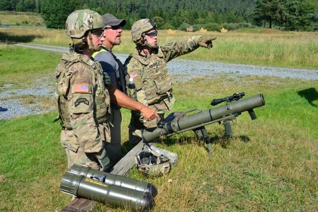 Theo đánh giá của giới chuyên gia, việc Mỹ phải dùng Carl-Gustaf thay thế sản phẩm nội địa bởi súng do Thụy Điển sản xuất sở hữu rất nhiều ưu điểm. Khả năng đặc biệt của Carl-Gustaf M4 là xử lý nhiều tình huống chiến thuật, phù hợp với tác chiến trong môi trường hạn chế.