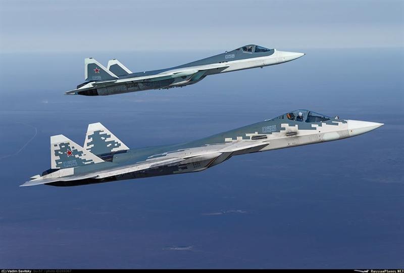 Theo Thứ trưởng Quốc phòng Nga Yuri Borisov, sự khác biệt lớn nhất giữa Khibiny (hiện đang được trang bị) với Himalaya ở chỗ Khibiny được thiết kế dưới dạng contenơ treo dưới cánh, chiếm chỗ một điểm treo nhất định, trong khi đó Himalaya được tích hợp hoàn toàn vào máy bay và được chế tạo dưới dạng các bộ phận riêng lẻ của vỏ máy bay. Vì vậy, không ảnh hưởng đến khả năng mang vác vũ khí của máy bay được trang bị.