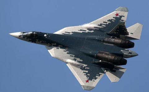 Các chuyên gia Mỹ cũng ngạc nhiên việc triển khai tên lửa trong máy bay. Su-57 có một số khoang cho tên lửa không đối không và không đối đất. Theo tác giả của bài báo, máy bay này là một \
