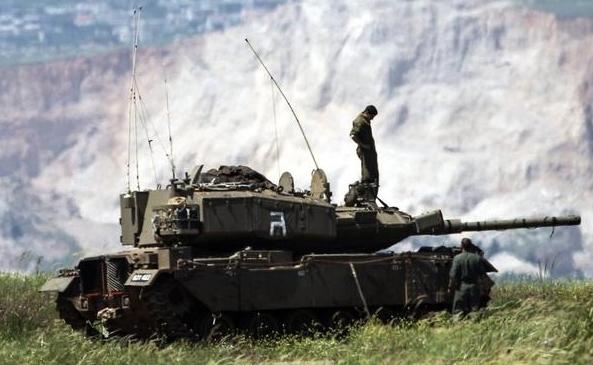 Sở dĩ người ta gọi đây là xe tăng tên lửa bởi Pereh vẫn giữ nguyên vai trò tấn công của một chiếc xe tăng, nhưng bên cạnh đó lại tích hợp thêm tổ hợp tên lửa Spike NLOS ở phía sau tháp pháo.