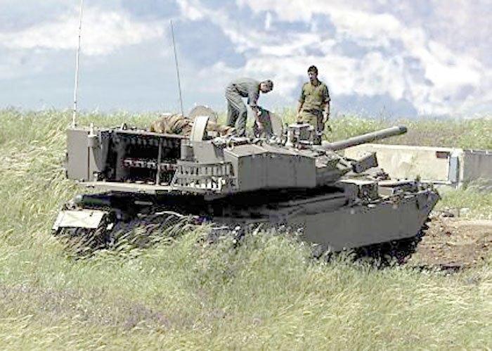 Khi cần khai hỏa bằng tên lửa, xe tăng Pereh sẽ quay phần sau của bệ tháp pháo về phía mục tiêu, mở nắp khoang chứa bệ phóng tên lửa và tiến hành khai hỏa - tương tự như các phóng của những hệ thống pháo phản lực phóng loạt Grad.