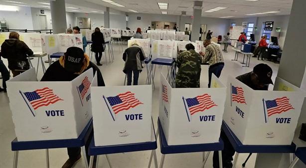Bầu cử Mỹ: Đảng Dân chủ truy vết thuế ông Trump