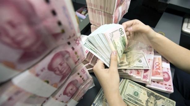 Trung Quốc tiếp tục giáng đòn hạ bệ đồng USD