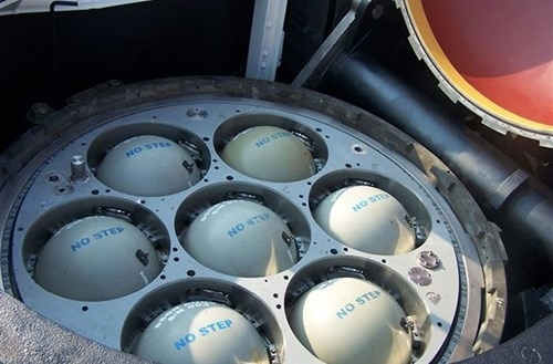 Từ năm 2003, những tàu này được cải tạo. Mỗi ống phóng tên lửa đạn đạo tàu ngầm hạt nhân Ohio được thiết kế chứa module bệ phóng lắp đến 7 quả tên lửa hành trình Tomahawk.