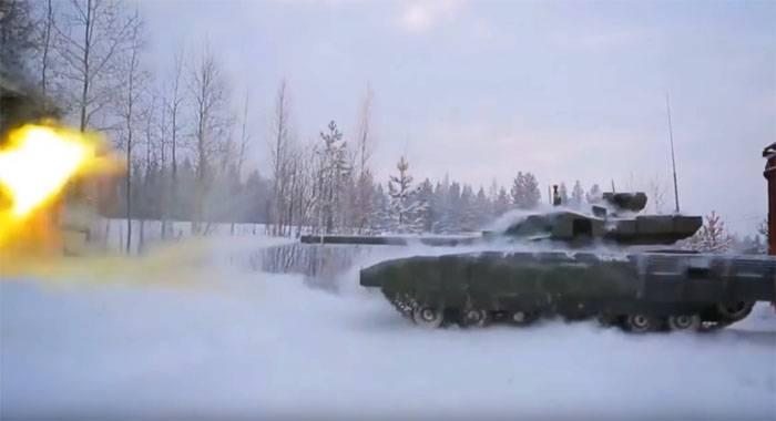 Được biết đây là cỡ nòng pháo lớn nhất từng được lắp đặt trên chiến xa, trước đây Nga đã thử nghiệm pháo chính nòng xoắn LP-83 cỡ 152mm trên xe tăng Object 292, vũ khí này không chỉ có tác dụng đưa viên đạn đi xa nhiều km mà còn phá hủy được mọi xe bọc thép và hầm trú ẩn của đối phương, kinh nghiệm cũ sẽ được áp dụng trên T-14 Armata.