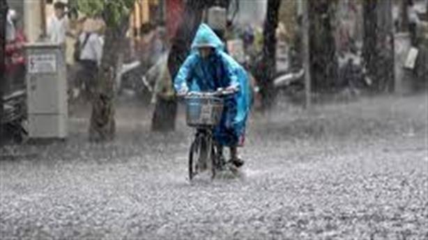 Hậu bão số 9 gây mưa lớn Bắc và Trung Trung Bộ