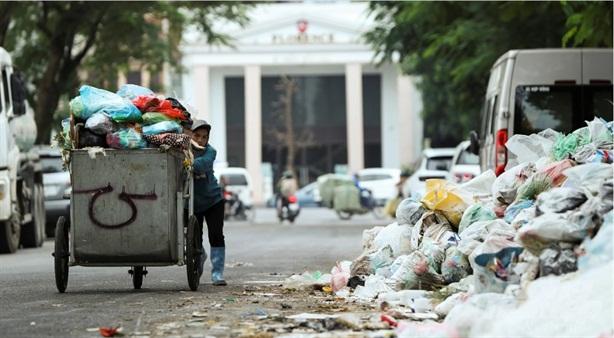 Khử mùi bãi rác Nam Sơn: Để tận gốc...