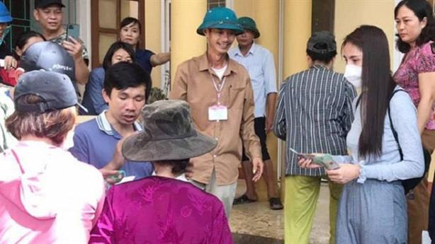 Cán bộ thôn thu tiền Thủy Tiên hỗ trợ: Đáng ra nên...
