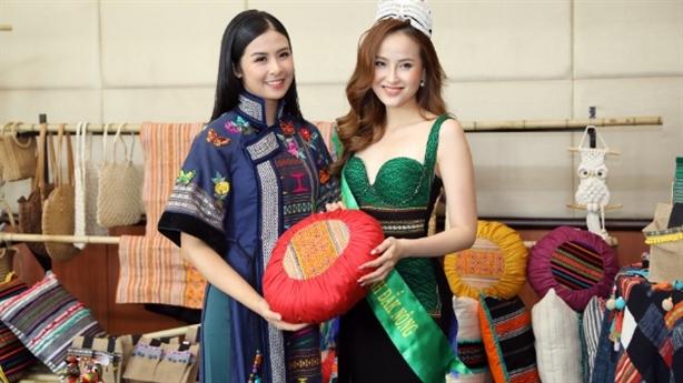 Khánh Ngân, Ngọc Hân đọ dáng trong trang phục thổ cẩm