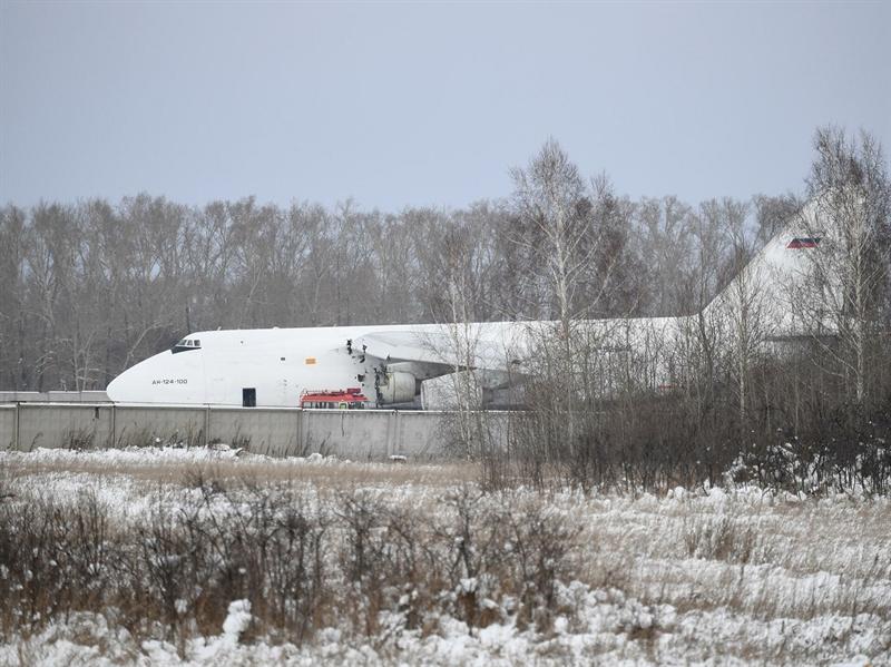 Cơ quan điều tra khu vực Tây Siberia của Novosibirsk đã bắt đầu tiến hành kiểm tra hiện trường trước khi điều tra về sự cố trên máy bay.
