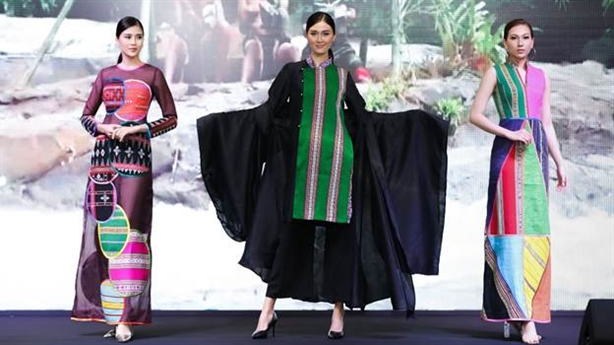 Thổ cẩm sắp có Fashion show độc đáo trong rừng