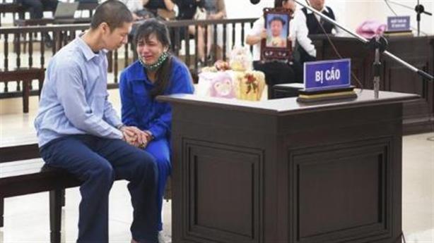 Vụ cháu bé tử vong: Quỳ xin mẹ viết đơn giảm án