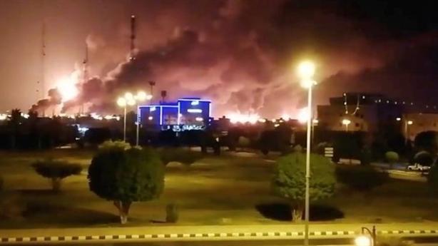 Saudi Aramco lại bị dội tên lửa