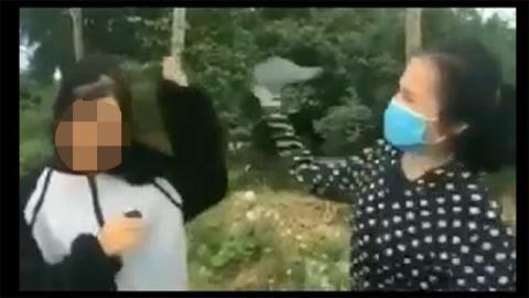 Nữ sinh dùng mũ bảo hiểm đánh bạn: Xin lỗi ngay