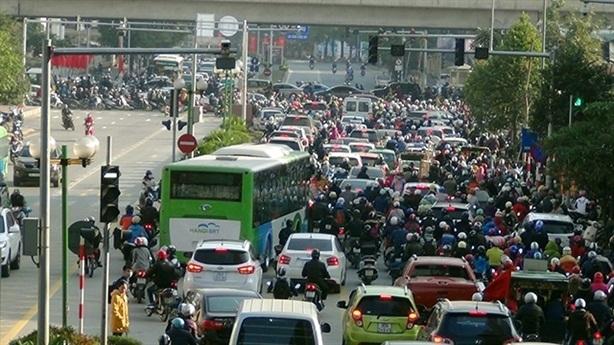 Đường riêng cho buýt Hà Nội: Phương tiện khác đi vào đâu?