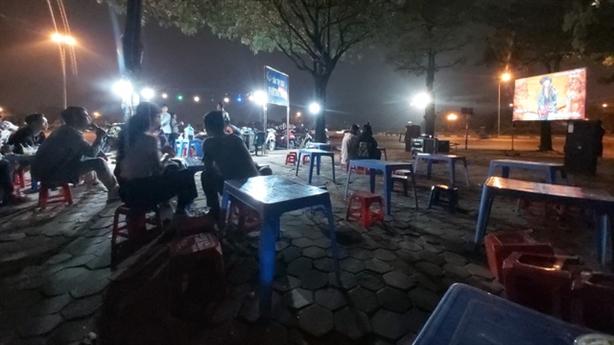 Lời thật vụ karaoke vỉa hè tra tấn người Hà Nội