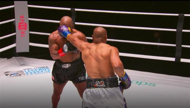 Video trận đấu của Mike Tyson sau 15 năm treo găng
