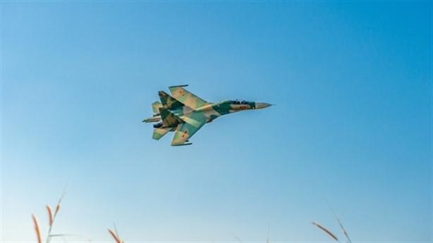 Su-30MK2 Việt Nam xé gió luyện đòn trên không