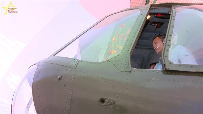 Đồng thời trong quá trình bay, các tổ bay phải xử lý các tình huống bất trắc theo yêu cầu của ban giám khảo.