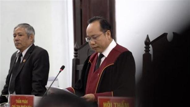 Bác sĩ bị tố hiếp dâm: Tòa quyết định trả hồ sơ
