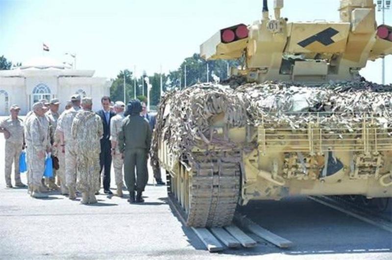 Nhưng điểm khác biệt là tháp pháo lại được lấy từ mẫu BMPT-72 hiện đại hơn. Ngoài ra, lô xe Terminator tham chiến tại Deir Ezzor cũng không có cảm biến ảnh nhiệt cho trưởng xe, mà chỉ có kênh trinh sát quang học.