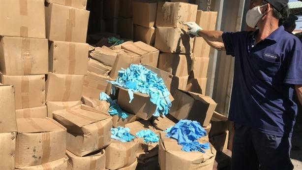 Bắt 2 container găng tay đã sử dụng nhập từ Trung Quốc