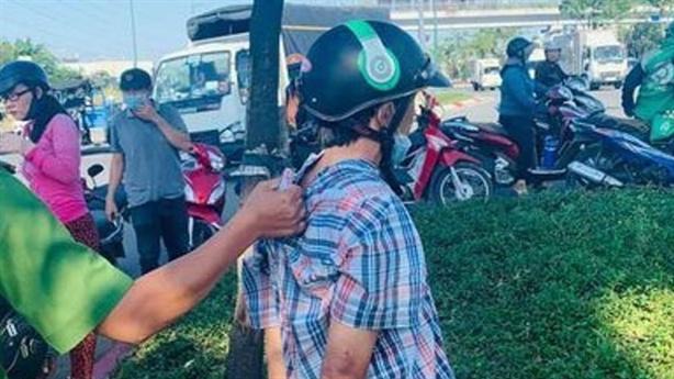 Trộm điện thoại của tài xế đang giúp người bị nạn
