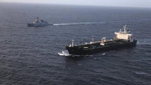 Cả đội tàu dầu Iran tắt tín hiệu bí ẩn