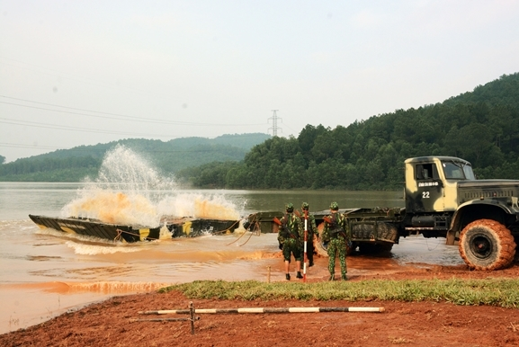 Huấn luyện bắc cầu bảo đảm vượt sông