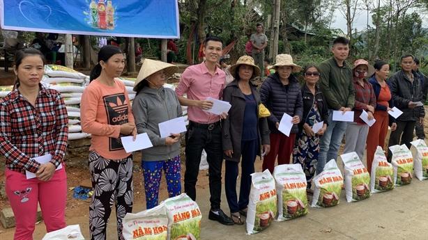 165 xuất quà đến với bà con huyện miền núi Quảng Nam